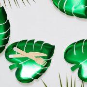Taldrik palmi lehe kujul suvisest kollektsioonist.