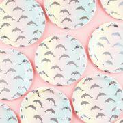Taldrikud delfiinidega